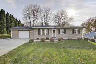 Waunakee Single Family Home For Sale: 410 E Verleen Ave