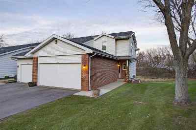 Waunakee Condo/Townhouse For Sale: 327 Castle Oaks Crossing