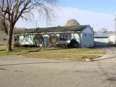 Janesville WI Single Family Home For Sale: $105,900