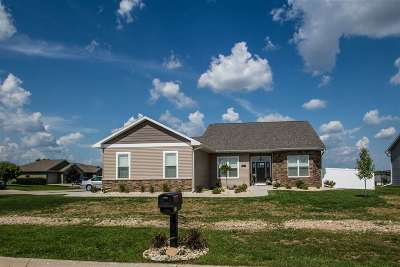 Janesville Single Family Home For Sale: 407 Rimrock Rd