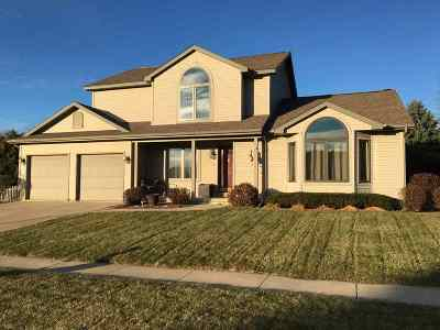 Waunakee Single Family Home For Sale: 215 W Verleen Ave