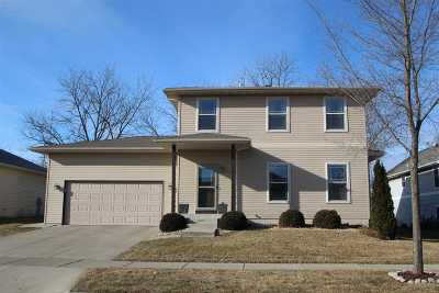Sun Prairie Single Family Home For Sale: 720 Bluestem Ct