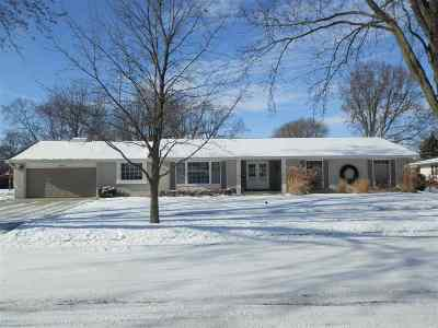 Janesville Single Family Home For Sale: 1805 N Hawthorne Park Drive