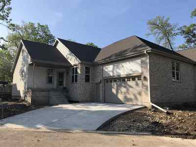 Sun Prairie Condo/Townhouse For Sale: 1320 Woodgrove Way