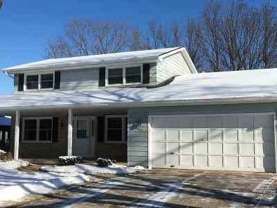 Fitchburg Single Family Home For Sale: 2637 S Norfolk Cir