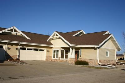 Waunakee Condo/Townhouse For Sale: 1052 Ironwood Dr