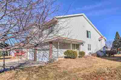 Cottage Grove Single Family Home For Sale: 916a Sunset Dr