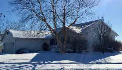Cottage Grove Single Family Home For Sale: 200 Maria Ln