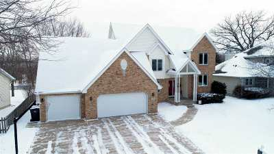 Waunakee Single Family Home For Sale: 208 Fairbrook Dr
