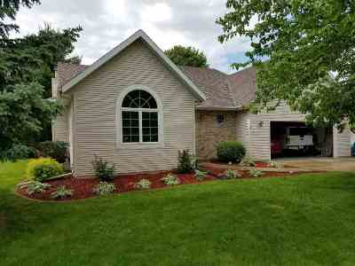 Janesville Single Family Home For Sale: 4425 Tanglewood Dr