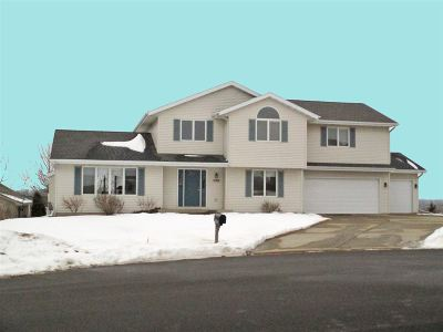 McFarland WI Single Family Home For Sale: $400,000