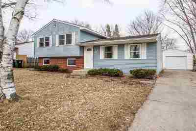 Beloit Single Family Home For Sale: 2335 Wood Dr