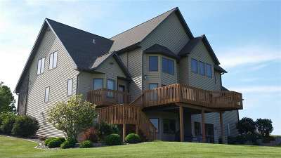 Stoughton Single Family Home For Sale: 2590 Tower Dr