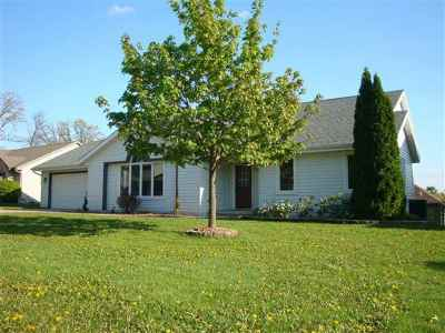 Janesville Single Family Home For Sale: 3520 Briar Crest Dr