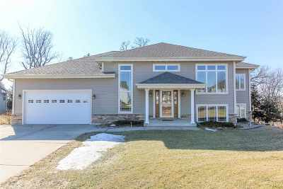 Cambridge Single Family Home For Sale: 614 Woodhaven Ct