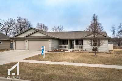 Janesville Single Family Home For Sale: 4015 Kingsford Dr