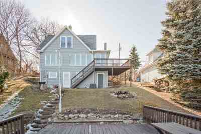 Stoughton Single Family Home For Sale: 2048 Barber Dr