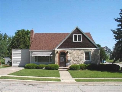 Iowa County Single Family Home For Sale: 402 W Division St