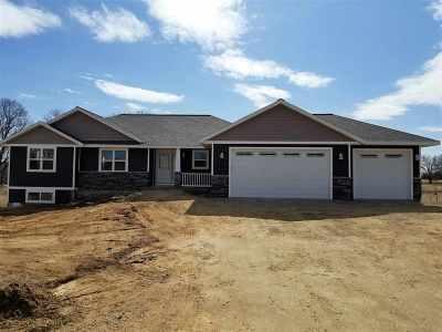 Pardeeville Single Family Home For Sale: W7323 White Oak Run