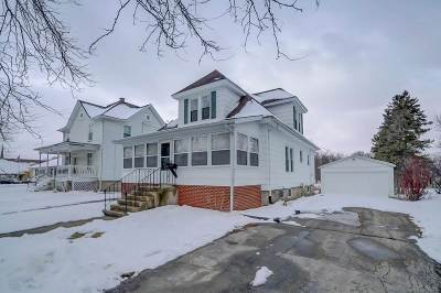 Jefferson County Single Family Home For Sale: 469 E Madison St