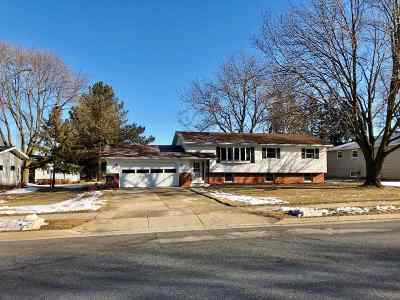 Dodge County Single Family Home For Sale: 767 E Center St