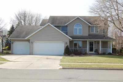 Waunakee Single Family Home For Sale: 610 Augusta Dr