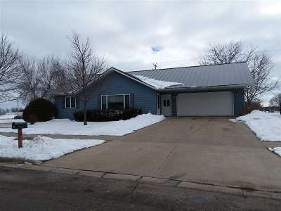 Dodge County Single Family Home For Sale: 134 Hartz Cir