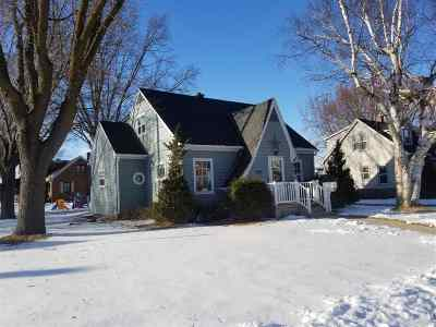 Dodge County Single Family Home For Sale: 922 Madison St