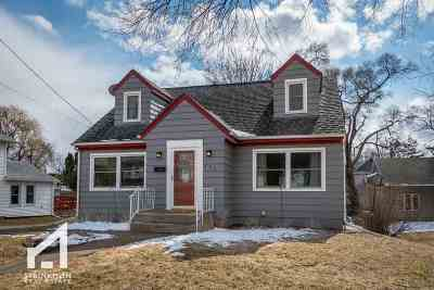 Stoughton Single Family Home For Sale: 625 Patterson St