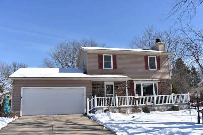 Fitchburg Single Family Home For Sale: 5869 Roanoke Dr