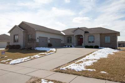 Rock County Single Family Home For Sale: 322 Fairway Cir