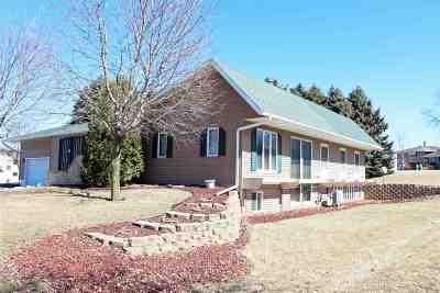 Green County Single Family Home For Sale: 110 22nd Ave