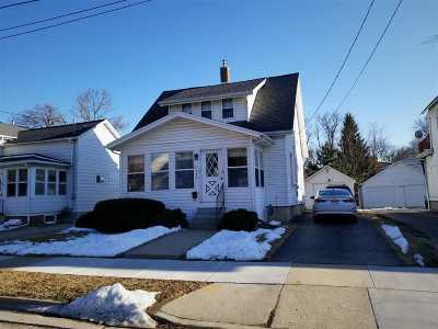 Dodge County Single Family Home For Sale: 221 Walnut