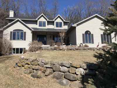 Columbia County Single Family Home For Sale: 715 Meadowview Ln