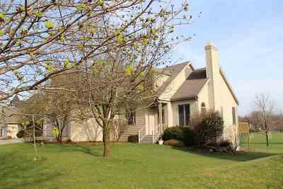 Stoughton Single Family Home For Sale: 1820 Chapin Ct