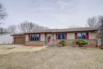 Waunakee Single Family Home For Sale: 1006 Eric Ln