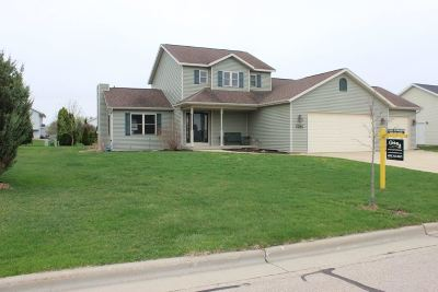 Sun Prairie Single Family Home For Sale: 1341 Chadsworth Dr