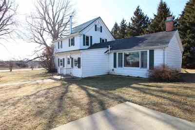 Beloit Single Family Home For Sale: 5755 S Hwy 213