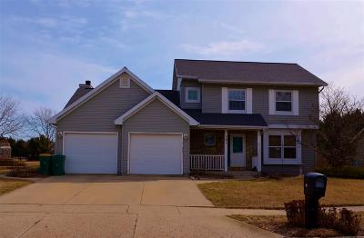 Walworth County Single Family Home For Sale: 121 Evergreen Dr
