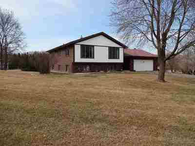 Waunakee Single Family Home For Sale: 7361 Clover Hill Dr