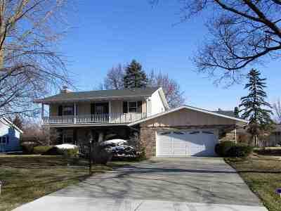 Beloit Single Family Home For Sale: 833 E Petunia Ln