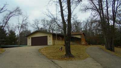 Camp Douglas WI Single Family Home For Sale: $199,900