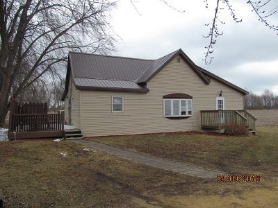 Iowa County Single Family Home For Sale: 2560 Hwy 18