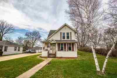 Iowa County Single Family Home For Sale: 305 W Clarence St