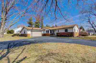 Waunakee Single Family Home For Sale: 1002 Wexford Dr