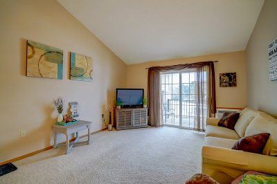 Waunakee Condo/Townhouse For Sale: 201 Kearney Way #305