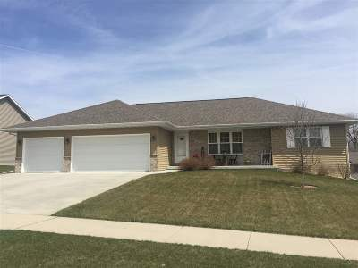 Dodge County Single Family Home For Sale: 327 Monroe St