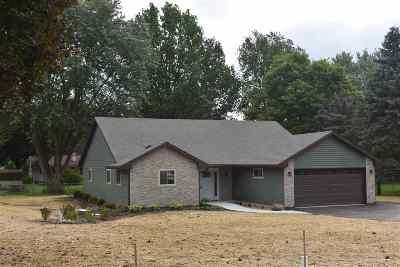 Janesville Single Family Home For Sale: 4104 N Lunar Dr
