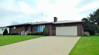 Iowa County Single Family Home For Sale: 122 Isabell Ct