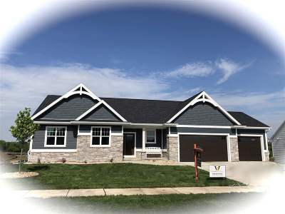 Sun Prairie Single Family Home For Sale: 1490 Liatris Dr
